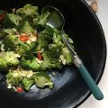 broccol met knoflook, rode peper & geroosterde amandelen
